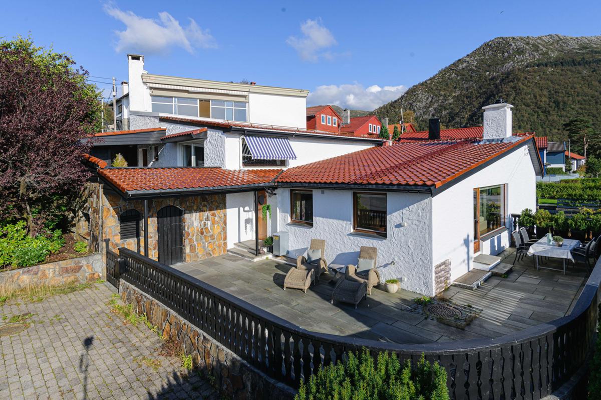 Velkommen til en nydelig enebolig i ende av terrasserekke i nydelige Starefossen!