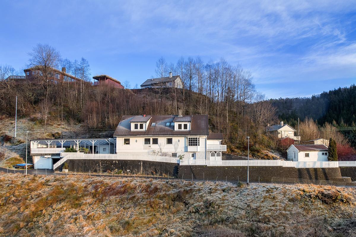 Velkommen til Totlandsvegen 410, presentert av Laila Flinterud i Fana Sparebank Eiendom.