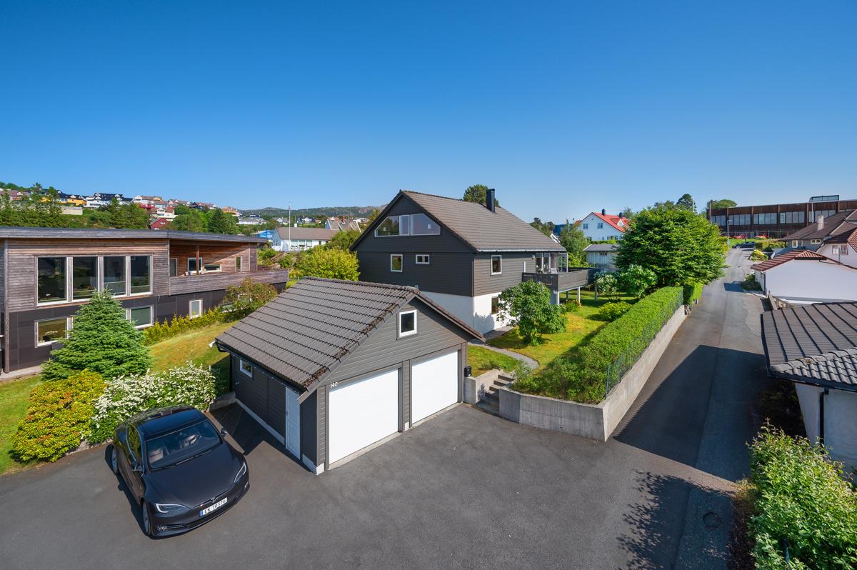 Velkommen til stor og innholdsrik enebolig i meget populært boligområde i Godvik, presentert av Chris-André Grimstad Fana Sparebank Eiendom